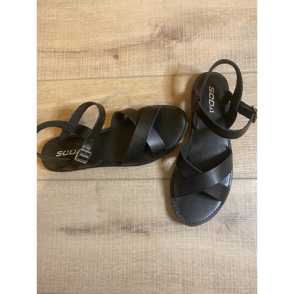 NWOT! Gladiator flat sandal! Leather straps sz 8.5